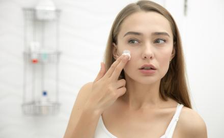 Ezt az 5 kozmetikai összetevőket jobb, ha te is kerülöd, ha pattanásos a bőröd